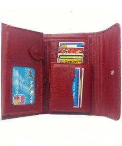parte interna de la billetera roja