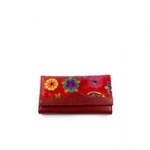 Billetera de color rojo para mujer repujada con diferentes formas, pintada en cuero original