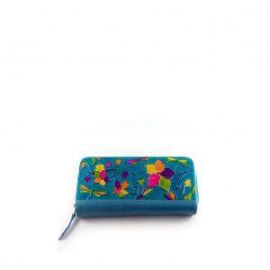 Billetera de color azul artesanal, repujada y pintada artesanalmente para mujer