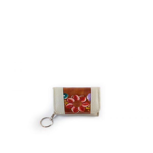 monedero billetera en cuero color beige con cuero repujado color café - Cueros Hazard